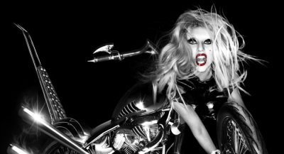 El pelo de Lady Gaga en las fotos de Born This Way era de color rosa