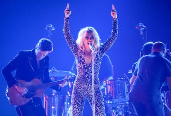 """ACTUACIÓN de Lady Gaga """"SHALLOW"""" en los Grammy Awards"""